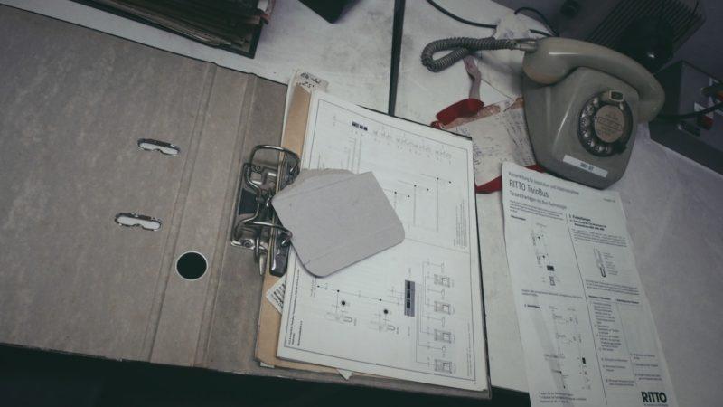 ABC-Schutzbunker-Schreibtisch